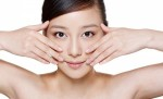 4 vị trí giảm nếp nhăn và chống lão hóa trên gương mặt bạn gái nên massage hàng ngày