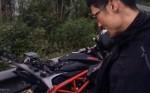 Johnny Trí Nguyễn cùng bạn gái bị tai nạn, xe vỡ nát