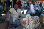 'Quốc gia' này nghèo đến mức chỉ có mỗi tiền, người dân đành phải bán tiền kiếm sống
