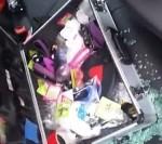 Trộm vứt lại vali sau khi nhìn thấy thứ này bên trong