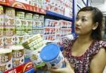 Mặt hàng sữa cho trẻ em: Giá bán buôn giảm, giá bán lẻ vẫn 'đứng yên'
