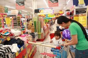 Với cách này, các bà mẹ chăm con có thể mua bỉm, sữa giá cực rẻ