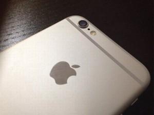 93% người sử dụng điện thoại iPhone không biết cái lỗ nhỏ giữa đèn Flash và Camera dùng để làm gì