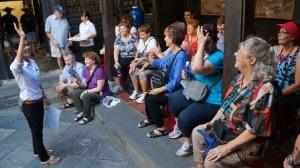 Sự thật phũ phàng về trình độ ngoại ngữ của hướng dẫn viên du lịch Việt