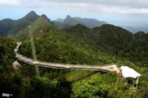 Cây cầu bộ hành lơ lửng giữa trời tại Langkawi