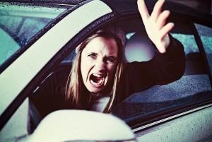 Khi lái xe, phụ nữ dễ nổi cáu hơn nam giới