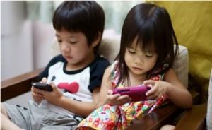 Trẻ em được phép tiếp xúc máy tính/điện thoại bao lâu là đủ?