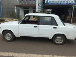 'Sửng sốt' ô tô Nga giá từ… 15 triệu đồng ở Việt Nam