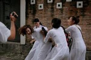 Bạo lực trong nữ sinh!