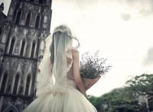 Chúng ta đã yêu nhau gần hết tuổi thanh xuân rồi, vậy bao giờ mình mới cưới hả anh?