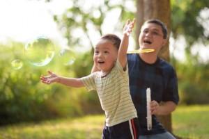 Được ở bên bố càng nhiều, trẻ sẽ càng thông minh, năng động