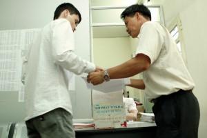 Hướng dẫn người dân làm thủ tục đăng ký sang tên phương tiện