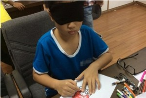 Kích bán cầu não ở VN: Xôn xao trẻ nhận được màu sắc dù bịt mắt