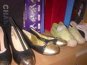 Phát hiện nhiều cửa hàng bán túi xách Louis vuiton, giày Adidas rởm
