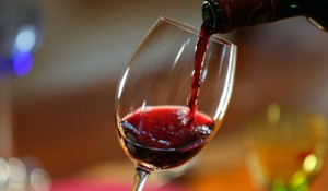 Thận trọng kẻo mất tiền oan khi mua rượu vang gắn mác 'xịn'