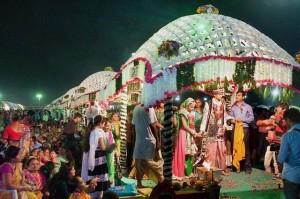 Tỉ phú kim cương Ấn Độ chi tiền đám cưới cho 236 cô dâu