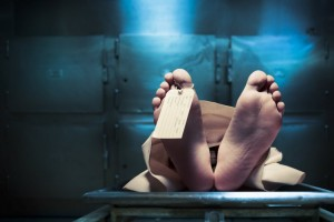 Tỉnh dậy trong nhà xác, người đàn ông này đã làm điều không ai ngờ tới