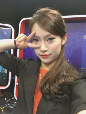 Cô gái 'bắn' 7 thứ tiếng Khánh Vy đã trở thành MC Thời sự quốc tế khi chưa đầy 18 tuổi