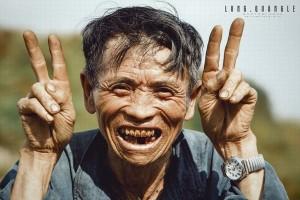 Cụ ông 'chất' nhất Việt Nam: Tạo dáng, biểu cảm xì-tin hơn cả giới trẻ