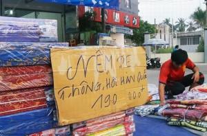 Nệm Hàn Quốc xuất xứ quận 12 giá 190.000 đồng tràn ngập đường phố Sài Gòn