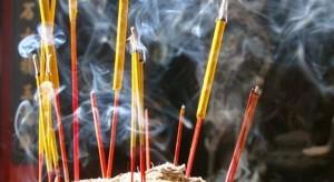 Xua đuổi vận xui cho gia đình bằng cách thắp hương ĐÚNG nhất trong dịp năm mới!