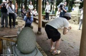 Bạn có biết: Nhật Bản có ngôi đền cổ, cứ đến khấn là chữa được bệnh... trĩ