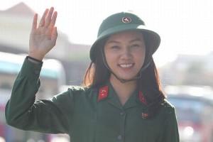 Ngắm những nữ tân binh xinh đẹp trong lễ giao quân 2017