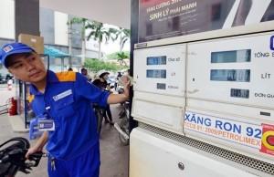 Petrolimex muốn mỗi lít xăng 'cõng' 8.000 đồng thuế?