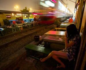 Những dịch vụ chơi bời chỉ có ở quận đèn đỏ trụy lạc nhất thế giới