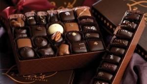 Quà tặng Valentine: Hoa hồng 10 triệu đồng, chocolate 2 triệu đồng