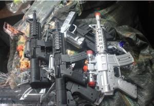 Hiểm họa khôn lường từ súng đồ chơi