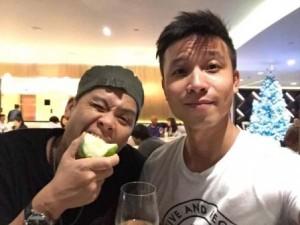 Bạn trai mà John Huy Trần vừa ngỏ lời cầu hôn vào ngày 14.2 là ai?