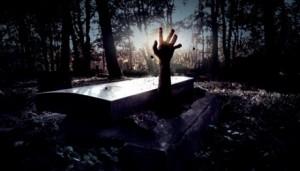 Sởn gai ốc vì thanh niên bật nắp quan tài, di chuyển tay và chân trên đường đưa tang chính mình