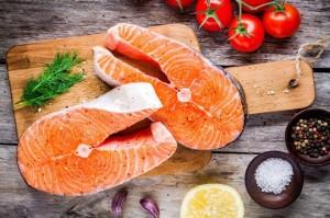 Ăn cá 2 lần một tuần để loại bỏ tác hại của thực phẩm rác