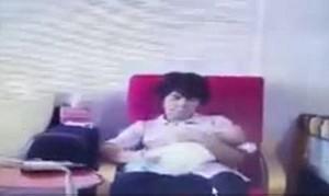 Bà mẹ ở cữ thuê giúp việc trông con, sốc nặng khi xem lại camera giám sát