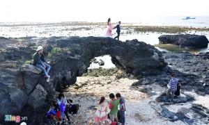 Hạn chế du khách leo lên cổng tò vò ở đảo Lý Sơn