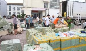 Hàng nghìn tai nghe, kính bơi nhập lậu từ Trung Quốc bị bắt giữ