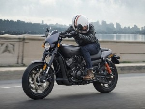 Harley-Davidson Street Rod 2017 thu hút giới trẻ, giá 198 triệu đồng