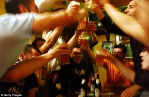 """Quốc gia cho phép say rượu, """"phê thuốc"""" khi làm việc"""
