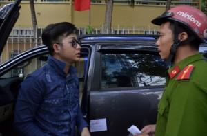 Xe của ca sĩ Quách Tuấn Du bị Phó Chủ tịch quận 1