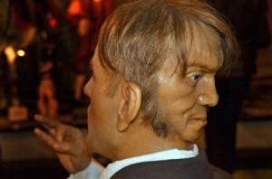 Cuộc đời trớ trêu của người đàn ông lịch lãm mang hai gương mặt