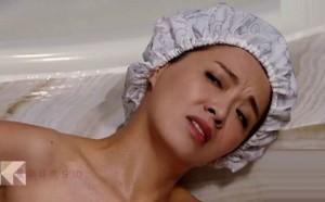 Sốc với cảnh phim trần trụi của sao nữ 43 tuổi Hong Kong