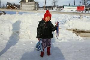Sự thật cảm động về câu chuyện bé gái đi bộ 6 giờ đồng hồ trong thời tiết -34 độ