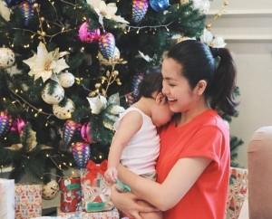 Tăng Thanh Hà lần đầu khoe ảnh con gái mới sinh