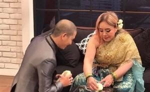 Biến mất bao lâu, chồng thứ 9 nữ đại gia Thái bất ngờ quay về quỳ gối xin lỗi