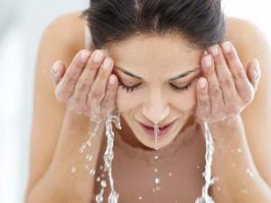 Cực dễ, rửa mặt bằng nước ấm với nguyên liệu này, da lúc nào cũng láng mịn như gái 20