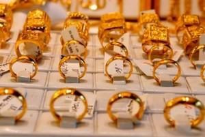 Giá vàng trong nước ngày 19/4 tiếp tục giảm, có nên đầu tư?