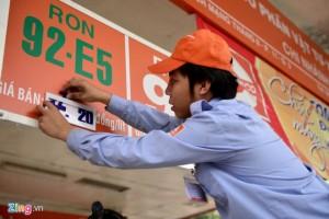 Giá xăng tăng từ 15h, thấp hơn dự báo