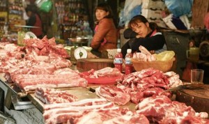 Nghịch lý giá lợn: Ai đang móc túi người tiêu dùng?