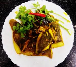 Ngon cơm cùng cá đuối xào sả nghệ